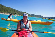 Laura en kayak à Abel Tasman National Park