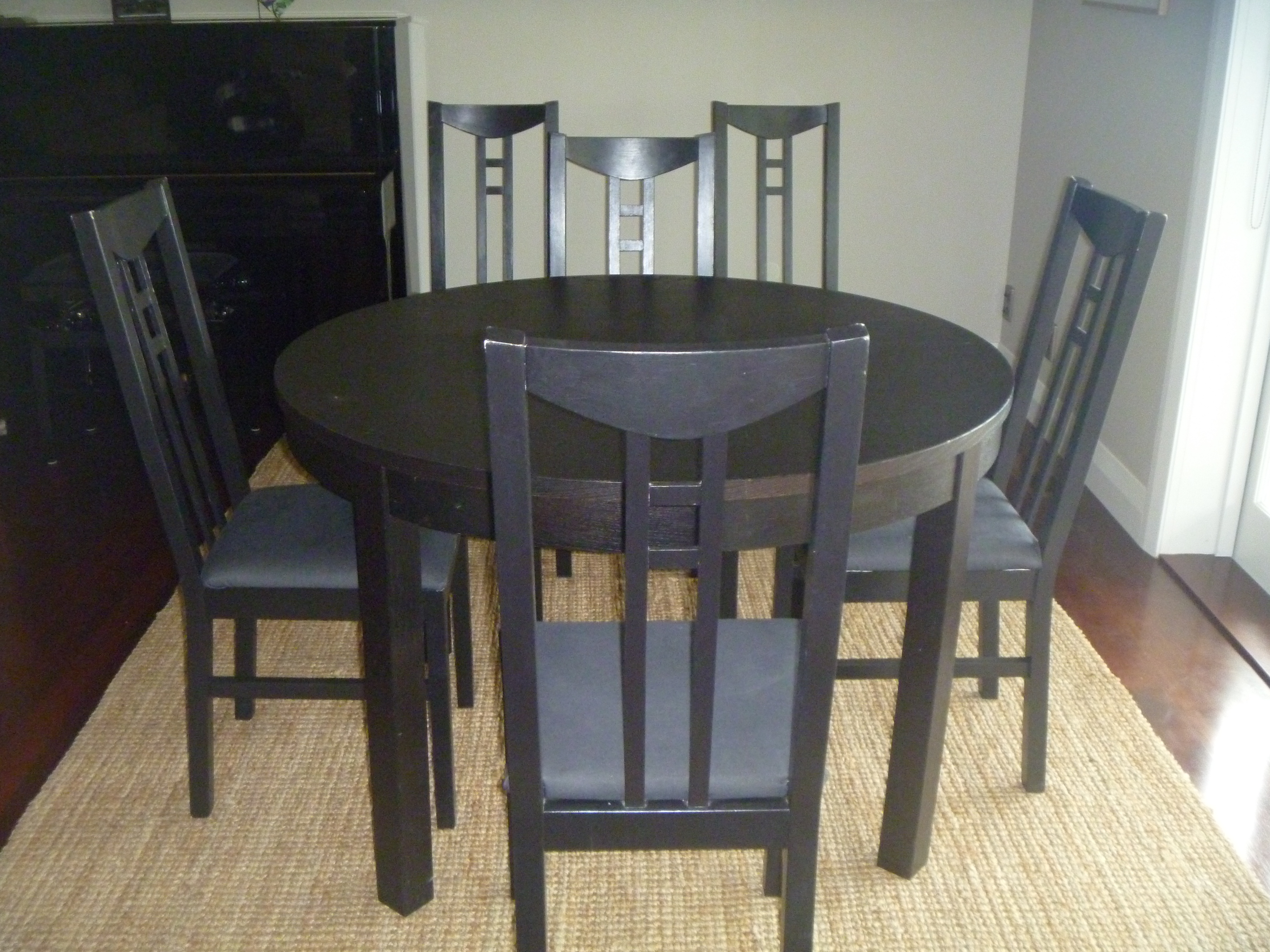 table ronde noire et 6 chaises frogs in nz. Black Bedroom Furniture Sets. Home Design Ideas