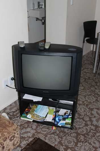 Tv freeview meuble t l frogs in nz for Meuble tele fin