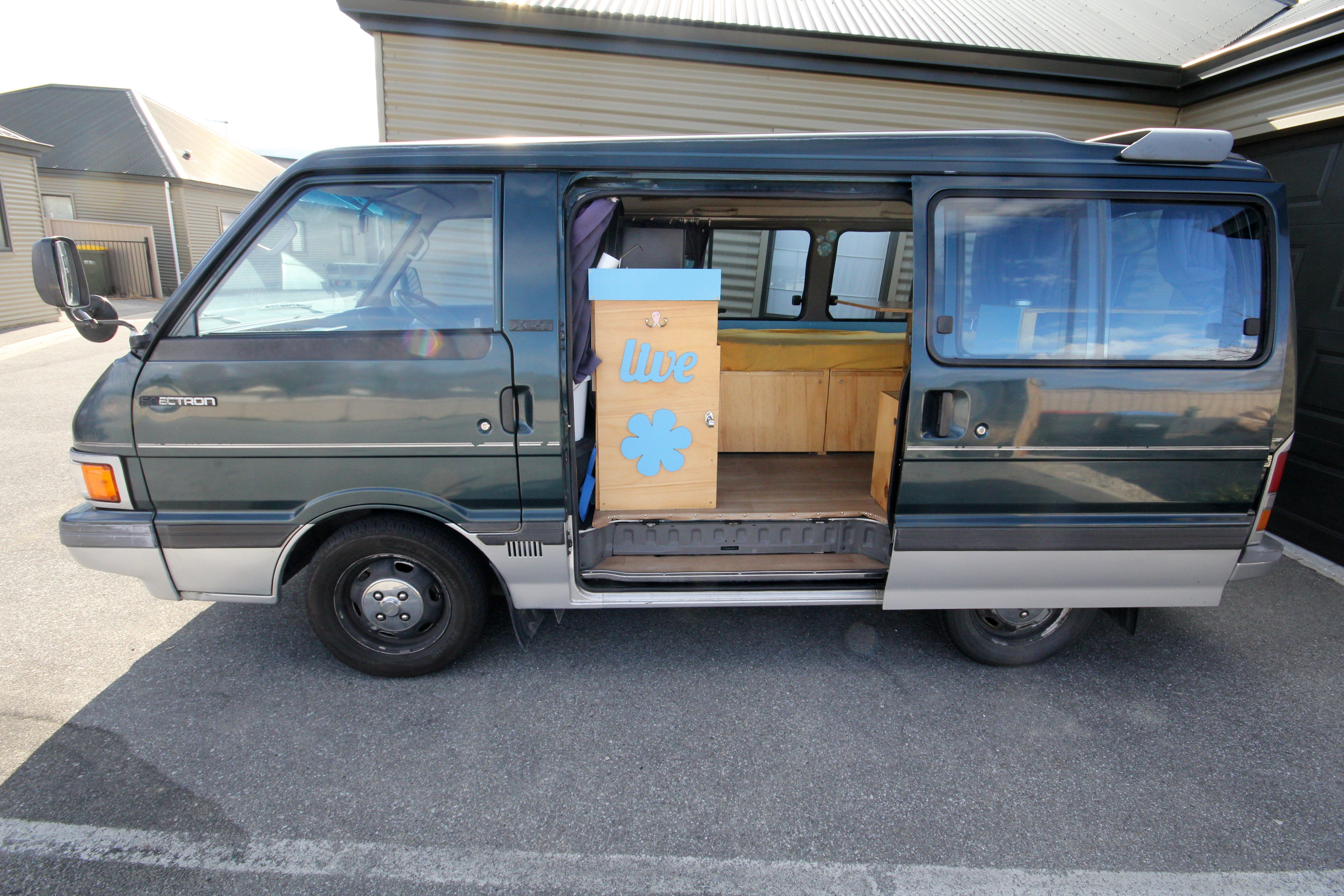 self contained ford spectron campervan frogs in nz. Black Bedroom Furniture Sets. Home Design Ideas