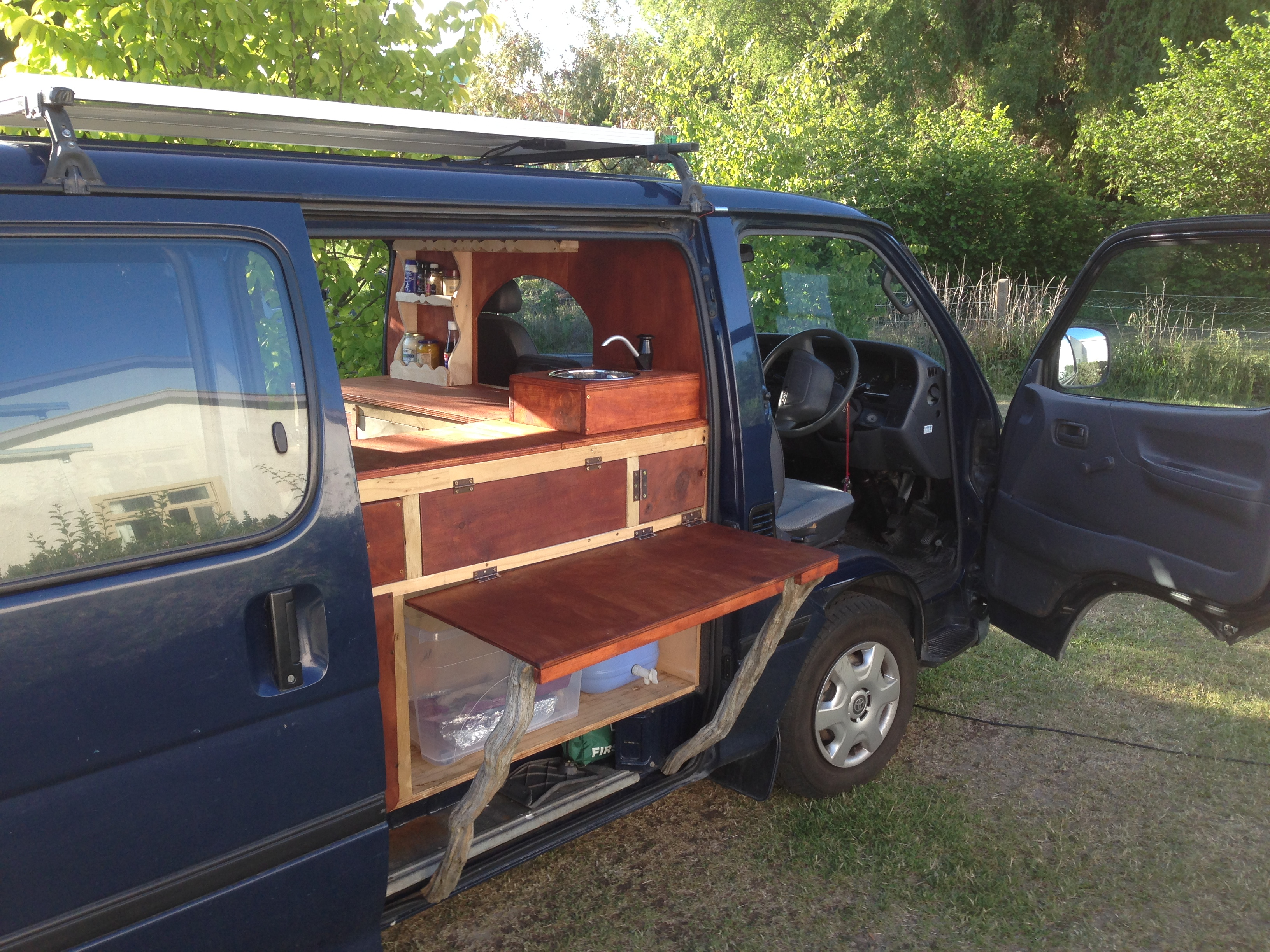 van toyota hiace frogs in nz. Black Bedroom Furniture Sets. Home Design Ideas